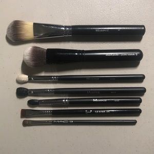Set of 7 Face and Eye Brushes